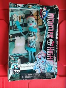 """Monster High ABBEY BOMINABLE Doll """"ART CLASS"""" 2013 Daughter of YETI box damaged"""