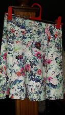Mini falda de neopreno flores Bershka // Bershka floral scuba skater skirt