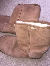 EMU low boots, style W20002 Bronte Lo, suede and wool, women's size 8 (or 7.5)