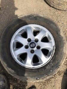 Kia Sedona 2006 15 inch Alloy Wheel and Tyre 215/65R15
