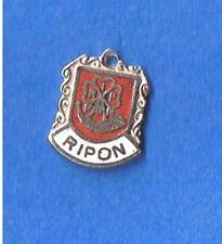 Cresta Escudo de viaje vintage Ripon Esmalte Pulsera de plata encanto