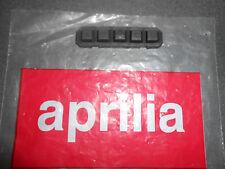 Nuevo Original Aprilia Rsv 1000 / Sl 1000 Falco Tablero De Goma ap8124574