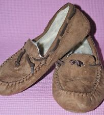 r- SHOES WOMENS SZ 5 SLIPPERS WARM FABRIC FUZZY LINING GENTLY USED MOCCASSINS