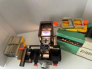 Minolta Mini Slide Projector w/ ORIGINAL bag, box, slide holder & Vintage Slides