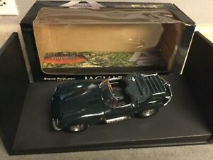 AUTOART 1956 Steve McQueen Collection JAGUAR XK-SS 1:18 Diecast Car 73519 Rare