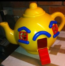 BIG YELLOW TEAPOT NO EXTRAS TEA POT ONLY LOCAL PICK UP REQ