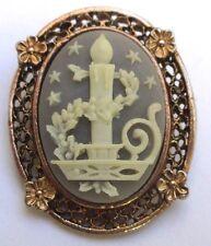 broche bijou style vintage couleur or gravé relief ajouré camée bougie relief 70