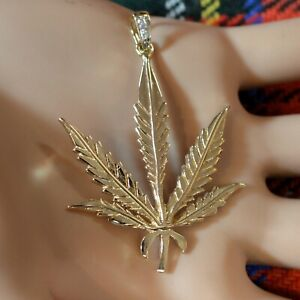 9 ct gold second hand cannabis leaf pendant