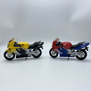 2 HONDA CBR 600 F Bike Motorcycles Diecast 1/18 Scale by Maisto Yellow, Red/Blue