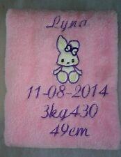 Couverture avec le prenom, la date et détails du bébé - personnalisé et brodée