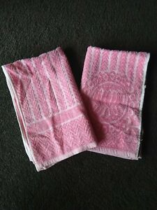 Vintage Retro Collectable 2 Matching Hand Towels Pink Chevron Caravan Bathroom