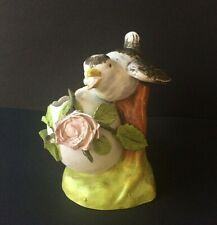 PETIT VASE MOINEAU ET OEUF BISCUIT DE PORCELAINE VINTAGE/ Sparrow and egg vase
