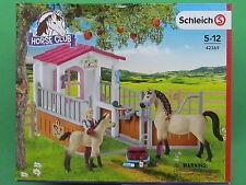 Schleich® 42369 HORSE CLUB Pferdebox mit Arabern und Pferdepflegerin - Neuheit