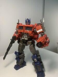Hasbro Transformers Studio Series 38 Voyager Class Bumblebee - Optimus Prime
