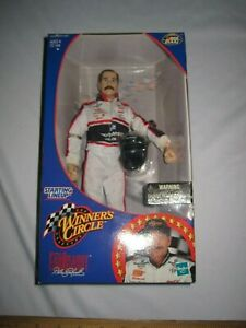 Dale Earnhardt Starting Lineup Winner's Circle Fully Poseable Figure 2000