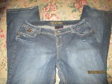 DEREON Women's Plus size Jeans Size 18 W  Very Good Cond. Gold Designs/Patch
