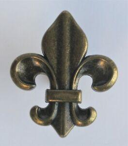 ANTIQUE BRASS COLORED CAST METAL FLEUR DE LIS CABINET PULL / KNOB