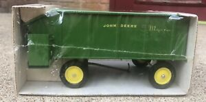 Vintage John Deere 112 Toy Chuck Wagon New in Box by ERTL  1/16 Stock No. 533