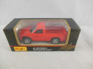 Maisto 11001 Dodge Daytona Pickup in Red scale 1:64 Boxed 2000