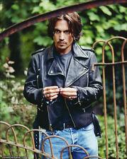 Johnny Depp UNSIGNED photo - 7195 - HANDSOME!!!!!