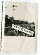 Foto: Eisenbahn-Zug mit Lokomotive im Bahnhof Medyka bei Przemyśl in Polen 1941