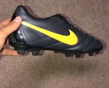 BLACK AND YELLOW GIRLS SOCCER CLEATS SIZE 7 c7b9ac82d
