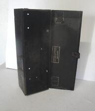 Caisse métal ayant contenu une pièce détaché avec boite de vitesse