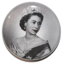 """1"""" (25mm) Young Queen Elizabeth II Button Badge Pin - High Quality - MADE IN UK"""