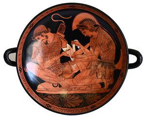 Achilles binding Patroclus wounds small Kylix - Sosias Painter - Berlin Museum