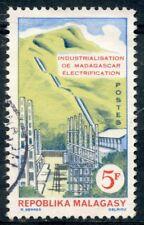 TIMBRE DE MADAGASCAR N°372 OBLITERE INDUSTRIALISATION DE MADASGASCAR