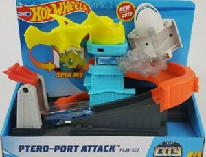 Hot Wheels City Ptero Port Attack Playset, Multicolor GBF94