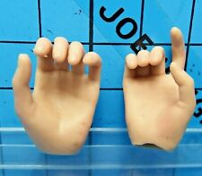 Hot Toys 1:6 MMS125 Terminator 2 Sarah Connor Figure - hold gun palms