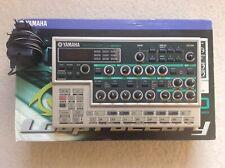 2001 YAMAHA DX200 Loopfactory FM Synthesizer Groovebox Drumcomputer OVP NICE