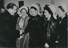 SAUMUR 1952 - Jeunes Femmes Costumes Régionaux 40e Foire aux Vins - PR 825
