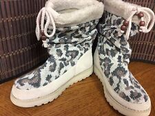 SKECHERS Australia ladies fashion boots shoes size 6 natural knit  F37