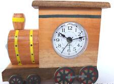 Reloj Despertador En Forma De Tren. mano hecha a mano en madera. el comercio justo. movimiento de cuarzo