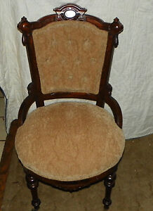 Walnut Carved Victorian Sidechair / Parlor Chair  (SC67)
