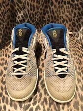 935e22ea2269 Nike Kyrie 1 GS BLANCO NEGRO-Amarillo LT Voltaje (717219-101)