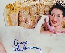 ANNE HATHAWAY SIGNED PRINCESS DIARIES 8X10 PHOTO RARE OLD FULL SIGNATURE