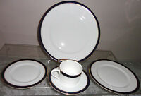 TOWLE COLONNADE WHITE BLUE WITH GOLD RIM BONE CHINA 5PC. DINNER PLACE SETTING