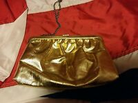 015 Vintage Gold Clamshell Style Clutch Purse Metal Clasp & Handle