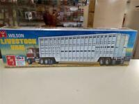 AMT ~ general hobby plastic models 1//25 Wilson Livestock Van Trailer AMT1106