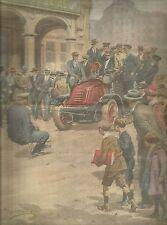 K0947 Poliziotto trascina auto dei pompieri con la forza dei denti_Stampa antica