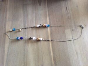 FOSSIL metal and blue BEAD NECKLACE with gift tin and bag