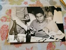 EUSEBIO AT DINNER IN ZGAREB, HOTEL PALACE, 1970, SIGNING AUOGRAPHS