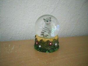 "Kleine Schneekugel ""Katze"" (Kunstharz/Glas) / Small Snow Globe ""Cat"""