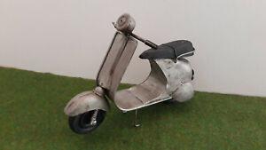 MOTO METAL SCOOTER TYPE VESPA gris argent miniature de collection ou décoration