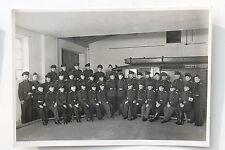 19518 Original Foto Feuerwehr Mannschaft vor Feuerwehrauto 1953 Pulsnitz Dresden