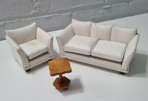 DOLLS HOUSE FURNITURE - WHITE MODERN SETTEE SOFA AND COFFEE TABLE
