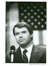 ROBERT URICH AT PODIUM AMERICAN FLAG AMERIKA ORIGINAL 1986 ABC TV PHOTO